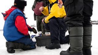 Рыбалка зимой а Пярну