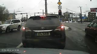 Lexus RX450h running a red light