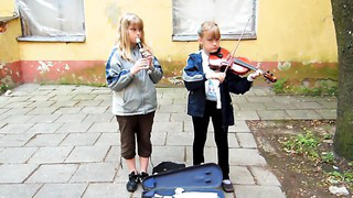 Tallinn's Girls Vs Ladies (Street Performers)