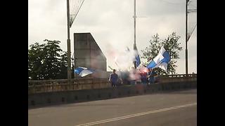 Fännide rongkäik Narvas enne võitu