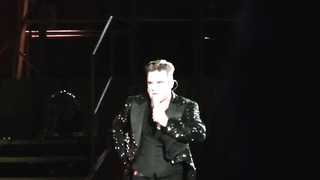 ROBBIE WILLIAMS WITH LITHUANIAN FAN - TALLINN - 20_8_2013