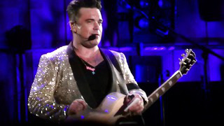 ROBBIE WILLIAMS - WE WILL ROCK YOU _ SPEAKING ESTONIAN - TALLINN - 20_8_2013