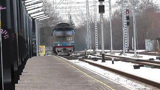 ПАСCАЖИРСКИЙ ТЕПЛОВОЗ ТЭП70-320 заходит под Поезд Таллинн - Москва _ Passenger Locomotive TEP70-320