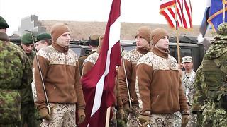 Eesti ja liitlaste sõdurid paraadi proovil