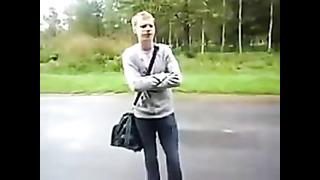 школьник с эстонии мирится с девушкой.schoolboy with Estonia reconciled Girl