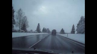 Не вежливый водитель цистерны. E20 route Narva - Tallinn. Märts 2014.