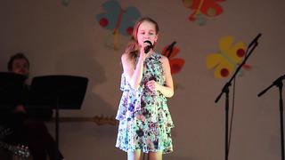 Kristin Põder Tartu Laulukarussellil oma lauluga